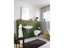 Badrum efter installation med Triomont - system för montering av vägghängda toalettstolar och handfat