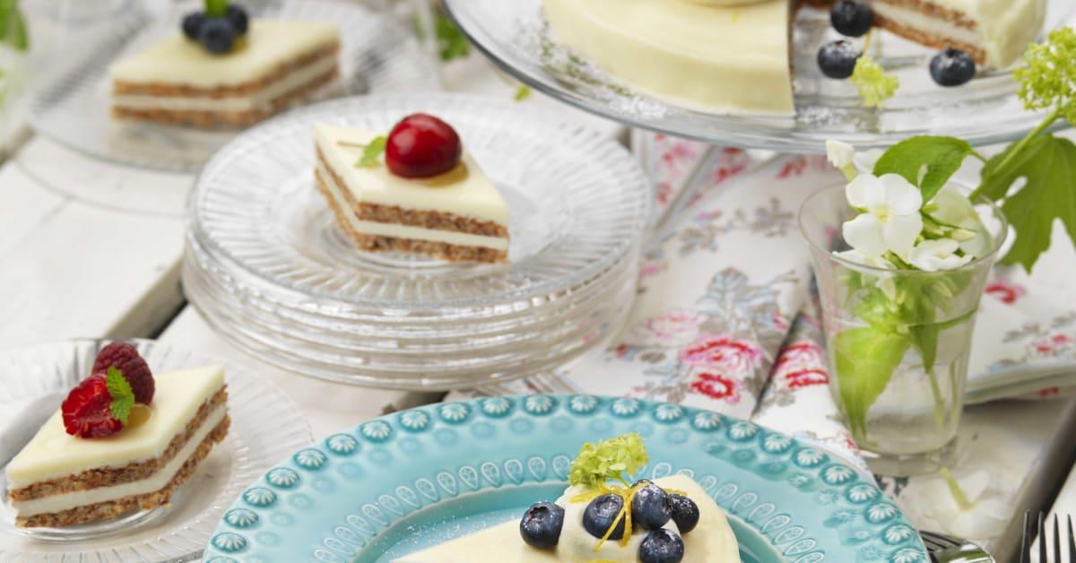 Äntligen! Cheesecake med fräsch citronsmak i frysdisken ... Almondy Ab