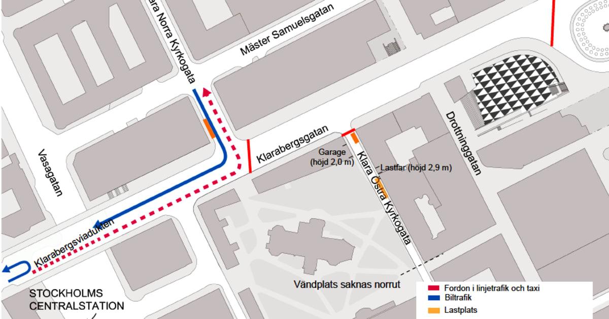 Karta Stockholm Drottninggatan.Klarabergsgatan Stangs Av Med Bommar For All Motorburen Trafik