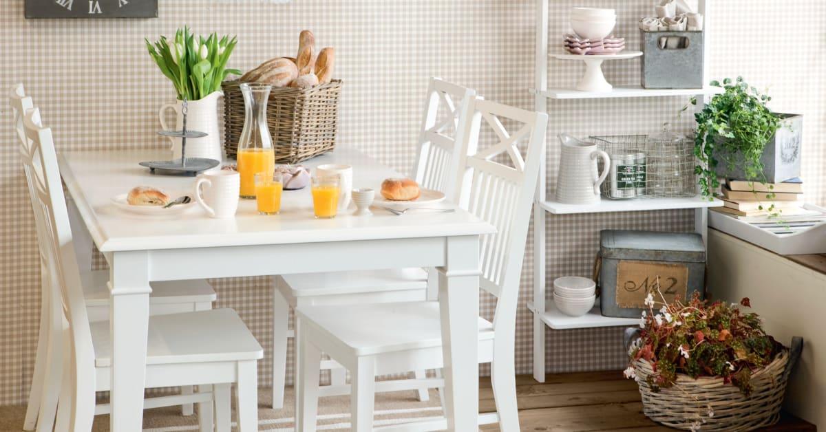 Matgrupp Elsa med iläggsskiva Lantligt matbord i vitt trä med 4 6 Helgbutiken se