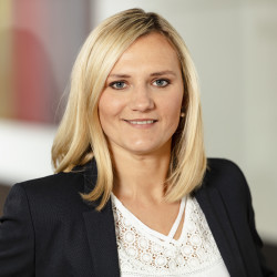 Anna Tokarski