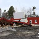 Väggarna lyfts på plats vid Bergs Hyreshus bygge av parhus i Hackås