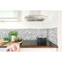 Köksemalj med svensk mönsterdesign ger köket liv
