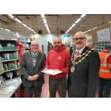 Mayor thanks local posties for delivering first-class Christmas
