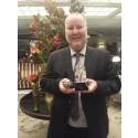 Bengt Wiberg med sitt svidfria snus och vinnartrofén på Barclays hotell Manhattan, New York