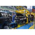 Drillenisser laver ballade på kæmpe bilfabrik