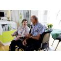 Beboer og frivillig på Langagergård Plejecenter