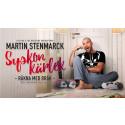 """Stor efterfrågan på Martin Stenmarcks teaterdebut """"Syskonkärlek – räkna med bråk"""" med premiär 5 oktober. Nu är det klart med två extraföreställningar på Skandiascenen i Stockholm."""