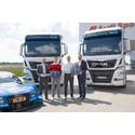 Sascha Jennewein, MAN, Edoardo Mortara, DTM-kører Audi Sport, Dieter Gass, chef for DTM hos Audi Sport og Björn Loose, Marketingdirektør hos MAN Truck & Bus overdrager den symbolske nøgle til Audi