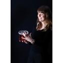 Designern Lina Lundberg med produkten Collect