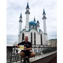 Etapp 1 Anders Forselous gör avstickare och springer ett maraton och säljer km
