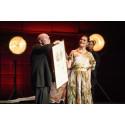 Wolf Erlbruch accepts Astrid Lindgren Memorial Award before a full Stockholm Concert Hall