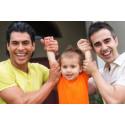 Nye adopsjonsregler: Likekjønnede par kan adoptere fra Colombia