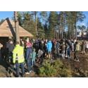 Succé när BoKlok invigde hållbar lekplats i strålande sol