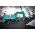 Kobelco præsenterer automatiseret gravemaskine og Engcon tiltrotator på Bauma