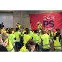 Førsteklassingene i Sarpsborg  - refleksdansen for å skinne i trafikken!