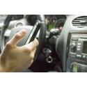 Hälften av förarna distraherade av mobilen vid körning