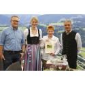 Jubiläums-Auszeit vom Politik-Alltag: Bundestagsvizepräsidentin Petra Pau weilt zum 15. Mal zur Schrothkur in Oberstaufen und wird Kälber-Patin