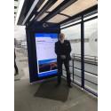 Per Saveborn, Team Tejbrants styrelseordförande, vid digitalskärm i City 90.