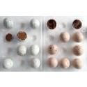 Krämiga chokladägg med en poröst krispig yta från Rococo Chocolates