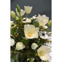 Hvite blomster til juledekorasjonen