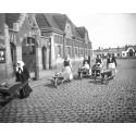 Limhamnsgummor med sina rullebörer. Foto: Okänd fotograf/Malmö Museer