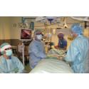 Kirurgteamet utför en laparoskopi, dvs titthålsoperation. En del av ERAS-vården.