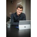 Verdensmester Magnus Carlsen sikrer strategien med teknologi fra Microsoft