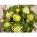 Sitrongult og vakkert med roser og nellik