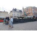 Uthängt – ett temporärt verk för flaggstängerna på Stora Torget