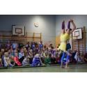 Clowner utan Gränser på skolor i Linköping för att öka kunskapen om barnkonventionen