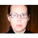 """""""LIVET KOM SÅ PLÖTSLIGT"""" – EN MÄNNISKAS LÅGMÄLDA FÖRSVARSTAL, PREMIÄR 22/2"""