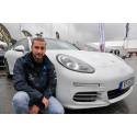 Christoffer Israelsson, på Porsche Center Norr som sålt åtta bilar hittills under mässan.