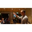 Kom til facebook-foredrag og dyrk det offline fællesskab