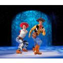 Disney On Ice tar dig med på ett is-äventyr till Disneyland  och en oförglömlig dag med Musse och alla hans vänner.