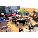 Mysig hemmiljö från Länge Leve Prylens showroom inredd med återbrukade möbler och prylar.