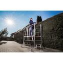 Kein Risiko bei der Gartenarbeit:   Leitern und Kleingerüste in Profiqualität bieten ein Plus an Sicherheit und Komfort