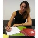Joanna varvar kontorsarbete i Sverige med ormtjusare och fakirer i Marrakech.