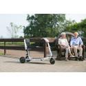 Deutschlandweit in zahlreichen Fachgeschäften verfügbar: Mobilitätsroller ATTO ermöglicht bequemes Reisen in eleganter Form