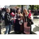 Broschyrer gick åt som smör i solsken när norrmännen firade 17 maj
