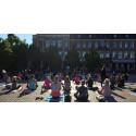 Yogobe och Varbergs Stadshotell & Asia spa firade yogan på Varbergs torg.