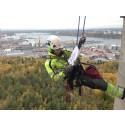 Hantverkare klättrar på Kaknästornet