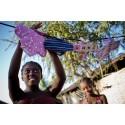 Akut brist på mensskydd och rent vatten i coronapandemins spår drabbar kvinnor i världens fattigaste länder – varnar WaterAid