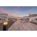 Hoch hinaus? Nur mit haltbarem Holz! - Hamburger Schulbehörde bekommt Dachterrasse aus Kebony