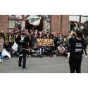 Gruppbild på alla skäggiga killar i paraden