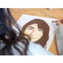 Ungdomar provar ny identitet i skolans bildprojekt
