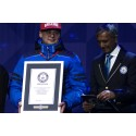 Atria Suomen toimitusjohtaja Mika Ala-Fossi otti vastaan Guinness World Records sertifikaatin
