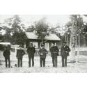 Fyrpersonalen  utanför fyrvaktbostaden, c:a 1888.