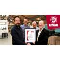 Bureau Veritas Certification overrækker et akkrediteret ISO14001:2015 certifikat