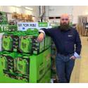 Andreas Eriksson, IT-chef på Woddy Bygghandel Bro inne i butiken.
